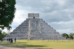 Forntida Mayan pyramidKukulcan tempel i Chichen Itza, Mexico Arkivbilder