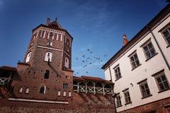 Forntida Mir Castle Arkivbild