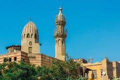 Forntida moské med en minaret Royaltyfri Foto