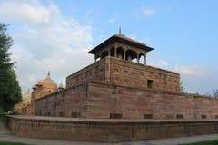 Forntida Mughal gravvalv i monumentallahabad Indien Arkivbild