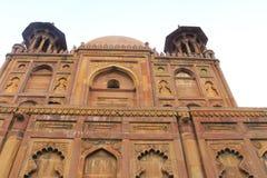 Forntida Mughal gravvalv i monumentallahabad Indien Arkivbilder