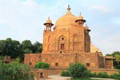Forntida Mughal gravvalv i monumentallahabad Indien Royaltyfria Foton