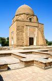 Forntida Muslimmausoleum Rukhabad i Samarkand royaltyfria bilder