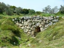 Forntida Mycean stenbro nära Aten, Grekland Arkivfoton