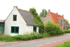 Forntida obeboeligt och övergett hus, Holland Royaltyfri Fotografi