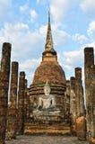 Forntida och fördärvar den thailändska templet arkivfoton