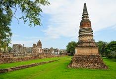 Forntida och fördärvar tempelet royaltyfri bild