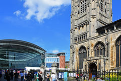 Forntida och modernt, centrerar Norwich City, Norfolk, England royaltyfri fotografi