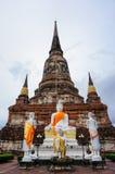 Forntida pagod och buddha staty i Ayutthaya, Thailand Arkivbild