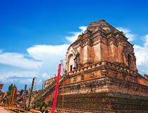 Forntida pagod på den Wat Chedi Luang templet Arkivfoto