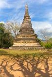 Forntida pagod på Wat Umong Arkivfoton