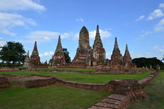 Forntida pagoda och blå sky Arkivbild