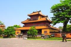 Forntida paviljong i Minh Mang Tomb, ton, Vietnam royaltyfri fotografi