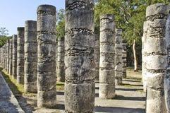 Forntida pelare som byggs av mayasna Royaltyfri Foto