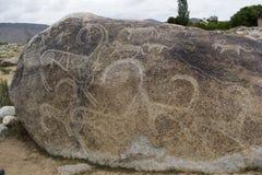 Forntida petroglyph som lokaliseras i Cholpon Ata, Issyk-Kul, Kirgizistan arkivbilder