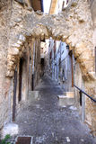 Forntida pittoresk smal gata, Scanno, Italien Royaltyfri Bild