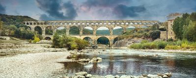 Forntida Pont du Gard roman akvedukt Frankrike Provence arkivfoto