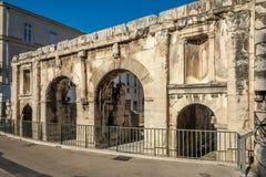 Forntida Porta Augusta i Nimes Royaltyfri Foto