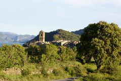 forntida pyrenees för ainsa by Arkivfoton