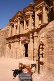 forntida rock för stadsklosterpetra Arkivbild