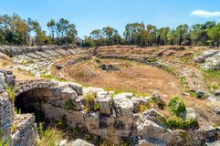 Forntida roman amfiteater i Syracuse, Sicilien, Italien Royaltyfri Bild