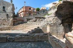 Forntida roman amfiteater Odeon i Taormina Arkivbild