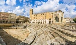 Forntida Roman Amphitheatre i Lecce, Puglia region, sydliga Italien royaltyfria foton