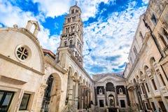 Forntida roman arkitektur i splittring, Kroatien royaltyfria bilder