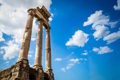 Forntida Roman Columns, Rome, Italien Arkivbilder