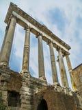 Forntida Roman Forum Temple av Saturn royaltyfria bilder