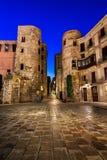 Forntida Roman Gate och Placa nova i morgonen, Barcelona Royaltyfri Fotografi