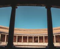 Forntida roman kolonner i Seville, Spanien arkivbilder