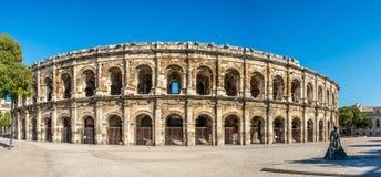 Forntida Roman Theatre (arena) i Nimes Arkivbilder