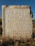 Forntida Roman Writing på minnestavlan Royaltyfri Fotografi
