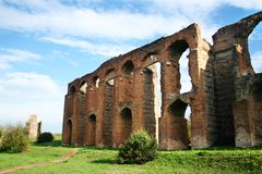 Forntida romersk akvedukt Arkivfoto