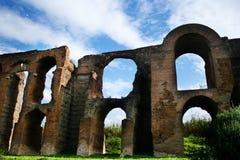 Forntida romersk akvedukt Royaltyfria Foton
