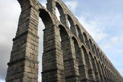 Forntida romersk akvedukt i Segovia, Spanien Royaltyfria Foton