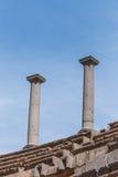 Forntida romersk kolonn Royaltyfri Bild