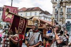 Forntida romersk legionär som bugar hornet Fotografering för Bildbyråer