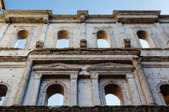 Forntida romersk port Porta Borsari i Verona Arkivbild