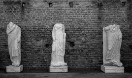 Forntida romerska statyer royaltyfria bilder
