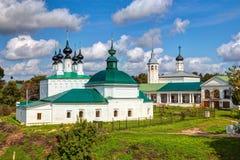 Forntida rysskyrkor i Suzdal Royaltyfria Foton