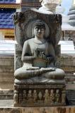 Forntida sandstenbuddha statyer Arkivfoto