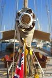 Forntida segelbåt under en regatta på den Panerai klassikern Yac Arkivfoto