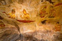 Forntida Sigiriya för väggmålningar lions slott för rock arkivbilder