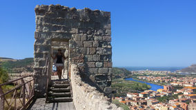 Forntida slott i Bosa i Sardinia arkivbilder