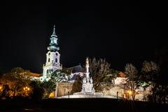 Forntida slott och epidemikolonn, Nitra, Slovakien fotografering för bildbyråer