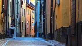 Forntida smal gata i centrala Stockholm gammal town stock video