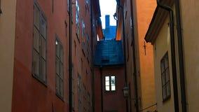 Forntida smal gata i centrala Stockholm gammal town lager videofilmer