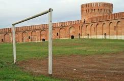 Forntida Smolensk kremlin på det västra av Ryssland arkivfoton